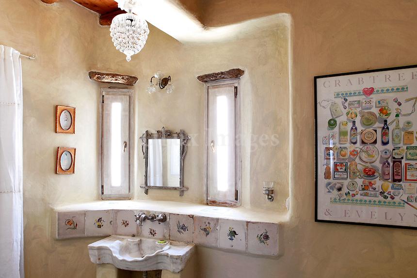 traditional bright bathroom
