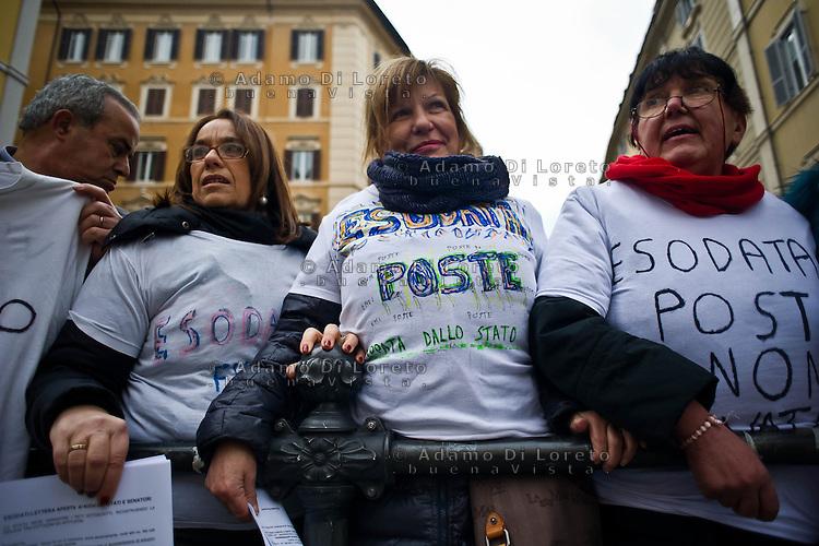 ROMA 15/03/2012: Inizia la XVII Legislatura della Repubblica Italiana. L'ingresso degli Onorevoli a Montecitorio. Nella foto Dei manifestanti esodati che protestano fuori a Montecitorio.  FOTO DI LORETO ADAMO
