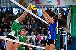 18.11.2018, Halle Berg Fidel, Muenster<br />Volleyball, Bundesliga Frauen, Normalrunde, USC MŸnster / Muenster vs. VfB Suhl Lotto ThŸringen / Thueringen<br /><br />Block Juliane Langgemach (#9 Muenster) - Block Kim Robitaille (#9 Suhl)<br /><br />  Foto © nordphoto / Kurth