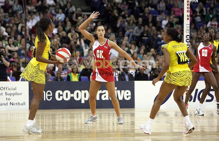 PICTURE BY BEN DUFFY/SWPIX.COM - Netball - The Co-Operative International Series - England v Jamaica, First Test - O2 Arena, London, England - 22/02/09...Copyright - Simon Wilkinson - 07811267706...England's Geva Mentor.