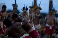 XI Jogos dos Povos Indígenas -  Índios Kurabakaire do MT durante a luta  corporal<br /> O evento, que acontece entre os dias 5 e 12 de novembro, tem como sede o município tocantinense de Porto Nacional, que fica a cerca de 60km da capital, Palmas. São sete dias de competições e apresentações culturais, com a participação de cerca de 1.300 indígenas, de aproximadamente 35 etnias, vindas de todas as regiões do país. São esperados ainda líderes e observadores indígenas de outros países (Argentina, Austrália, Bolívia, Canadá, Equador, EUA, Guiana Francesa, Peru e Venezuela). <br /> Foto Paulo Santos<br /> 08/11/2011<br /> Ilha de Porto Real, Porto Nacional, Brasil