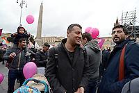 Roma, 5 Marzo 2016<br /> Arturo Scotto e Nicola Fratoianni<br /> Manifestazione lgbt in Piazza del Popolo per i diritti civili per tutti e tutte, per il matrimonio equalitario e l'adozione