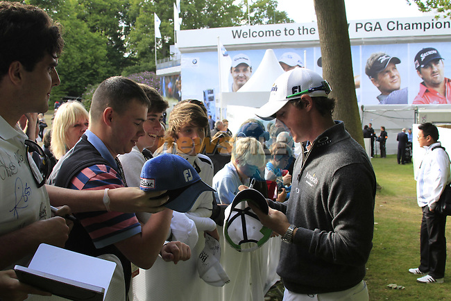 Rory McIlroy (NIR) signs autographs after finishing his round on Day 2 of the BMW PGA Championship Championship at, Wentworth Club, Surrey, England, 27th May 2011. (Photo Eoin Clarke/Golffile 2011)