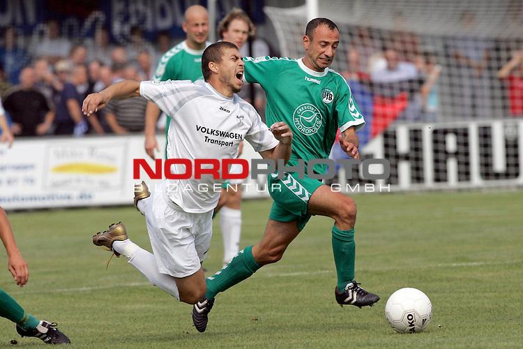 RLN 05 / 06 - 8. Spieltag<br /> <br /> Kickers Emden vs VFB Luebeck<br /> <br /> Velimir Grgic   / Emden gegen Dietmar Hirsch / Luebeck<br /> <br /> <br /> <br /> Foto &copy; nordphoto <br /> <br /> <br /> <br />  *** Local Caption *** Foto ist honorarpflichtig! zzgl. gesetzl. MwSt.<br /> <br />  Belegexemplar erforderlich