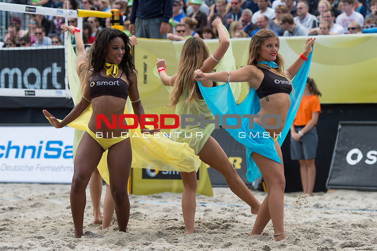 22.06.2014, Berlin, Washingtonplatz<br /> Beachvolleyball, Berlin smart Grand Slam, Spiel Platz 3/4<br /> <br /> Feature Entertainment / Cheerleader<br /> <br />   Foto &copy; nordphoto / Kurth *** Local Caption ***