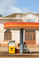 ANGOLA Gabela, fuel station of Sonagol, the national oil company / ANGOLA Gabela, Tankstelle von Sonangol, die nationale Oelgesellschaft