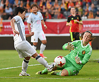20170613 - LEUVEN ,  BELGIUM : Belgian goalkeeper Diede Lemey (green) and Japanese Yu Nakasato (L)  pictured during the female soccer game between the Belgian Red Flames and Japan , a friendly game before the European Championship in The Netherlands 2017  , Tuesday 13 th Juin 2017 at Stadion Den Dreef  in Leuven , Belgium. PHOTO SPORTPIX.BE | DIRK VUYLSTEKE