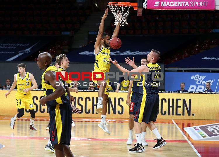 #32 Johannes Thiemann von Alba Berlin   , #24 Rasid Mahalbasic von Baskets Oldenburg <br /> Basketball, nph0001 1.Bundesliga BBL-Finalturnier 2020.<br /> Halbfinale Spiel 2 am 24.06.2020.<br /> <br /> Alba Berlin vs EWE Baskets Oldenburg <br /> Audi Dome<br /> <br /> Foto: Christina Pahnke / sampics  / POOL / nordphoto<br /> <br /> National and international News-Agencies OUT - Editorial Use ONLY