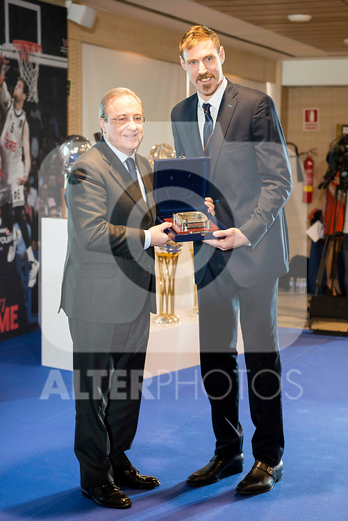"Andres ""El Chapu"" Nocioni and Real Madrid's president Florentino Perez during the appearance of retirement as profesional basketball player at Stadium Santiago Bernabeu in Madrid, Spain. April 04, 2017. (ALTERPHOTOS/BorjaB.Hojas)"