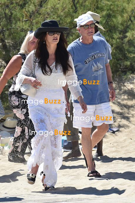 Michael Douglas &amp; Catherine Zeta-Jones enjoy some vacation in Saint-Tropez, France.<br /> France, Saint-Tropez, 30 June 2016
