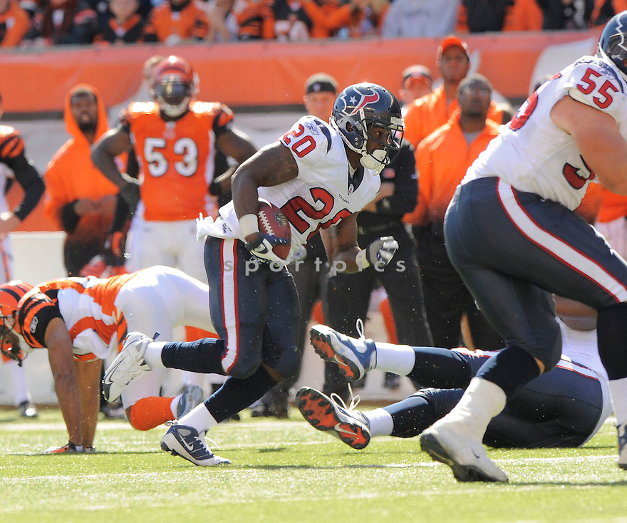 STEVE SLATON, of the Houston Texans  in action during the Texans game against Cincinnati Bengals in Cincinnati, OH on October 18, 2009.  The Texans  beat the Rams 28-17..