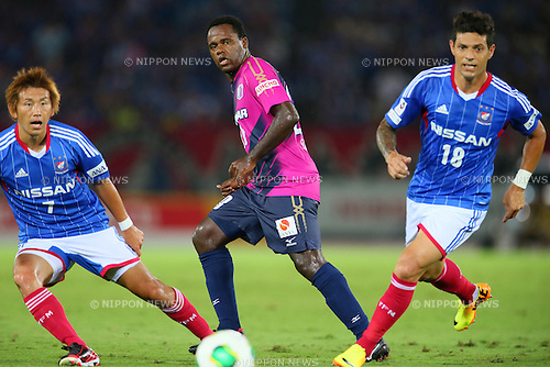 (L-R) Shingo Hyodo (F Marinos), Simplicio (Cerezo), Marquinhos (F Marinos), SEPTEMBER 14, 2013 - Football / Soccer : <br /> 2013 J.LEAGUE Division 1, 25th Sec <br /> match between Yokohama F Marinos 1-1 Cerezo Osaka<br />  at Nissan Stadium in Kanagawa, Japan. (Photo by AFLO SPORT) [1156]