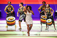 COSTA DO SAUIPE, BA, 06.12.2013 - COPA 2014 - SORTEIO FINAL DA COPA DO MUNDO 2014 - A cantora Margareth Menezes e o grupo Olodum durante o sorteio Final da Copa do Mundo de 2014 na Costa do Sauipe litoral norte da Bahia, nesta sexta-feira, 06. (Foto: William Volcov / Brazil Photo Press).