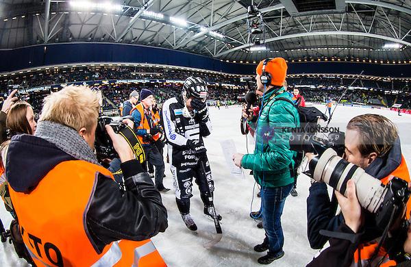 Solna 2014-03-16 Bandy SM-final herrar Sandvikens AIK - V&auml;ster&aring;s SK :  <br /> Sandvikens Magnus Muhr&eacute;n Muhren gr&aring;ter efter matchen och h&aring;ller handen framf&ouml;r ansiktet<br /> (Foto: Kenta J&ouml;nsson) Nyckelord:  SM SM-final final herr herrar VSK V&auml;ster&aring;s SAIK Sandviken  glad gl&auml;dje lycka leende ler le t&aring;rar t&aring;r gr&aring;ta gr&aring;ter