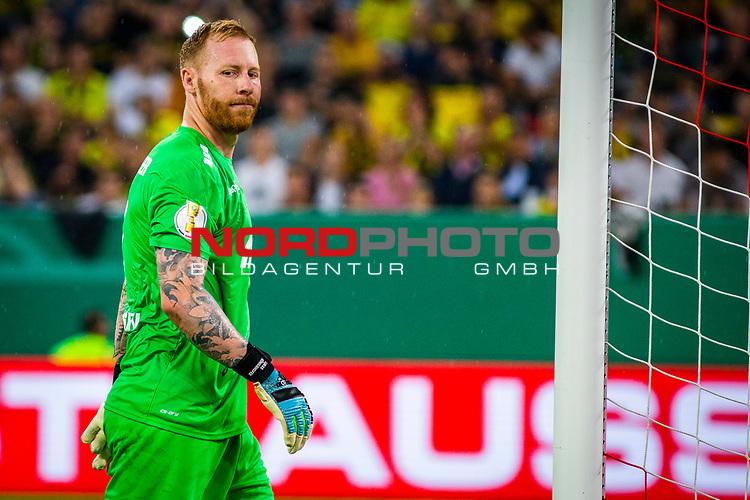 09.08.2019, Merkur Spiel-Arena, Düsseldorf, GER, DFB Pokal, 1. Hauptrunde, KFC Uerdingen vs Borussia Dortmund , DFB REGULATIONS PROHIBIT ANY USE OF PHOTOGRAPHS AS IMAGE SEQUENCES AND/OR QUASI-VIDEO<br /> <br /> im Bild | picture shows:<br /> Einzelaktion Lukas Koenigshofer (KFC Uerdingen #1), <br /> <br /> Foto © nordphoto / Rauch