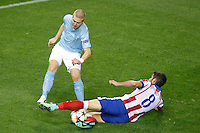 Atletico de Madrid´s Raul Garcia (R) and Malmo´s Tinnerholm during Champions League soccer match between Atletico de Madrid and Malmo at Vicente Calderon stadium in Madrid, Spain. October 22, 2014. (ALTERPHOTOS/Victor Blanco)