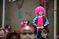 young pink fan sticks out waiting for the peloton to pass by<br /> <br /> Giro d'Italia 2014<br /> stage 2: Belfast-Belfast <br /> 219km