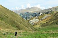 France, Puy-de-Dôme (63), Le Mont-Dore, le Sancy, un des chemin d'accès au sommet du Sancy par le val de Courre et le pas de l'Âne ici vu côté descente // France, Puy de Dome, Le Mont Dore, The Sancy, a path to the top of the Sancy by the Val de Courre