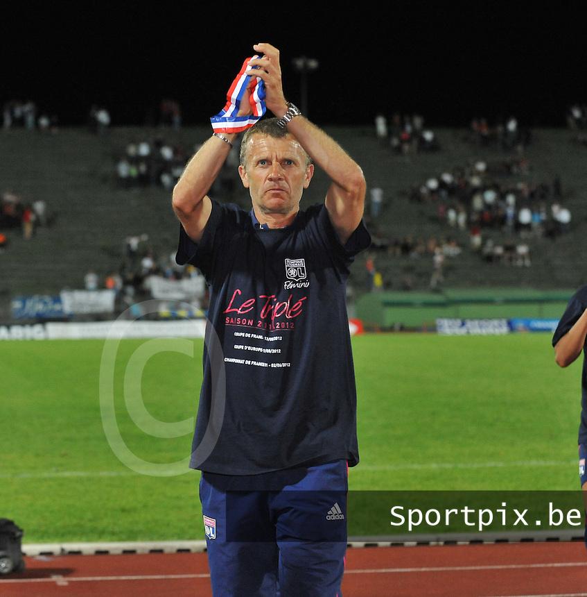 Football Club Feminin Juvisy Essonne - Olympique Lyon :.Patrice Lair met zijn medaille van frans kampioen.foto DAVID CATRY / JOKE VUYLSTEKE / Vrouwenteam.be