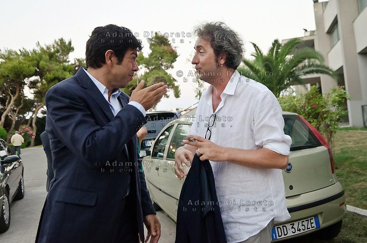 PESCARA (PE) 08/07/2012 - 39° FILM FESTIVAL INTERNAZIONALE FLAIANO. PREMIAZIONE FINALE. IN FOTO PIERFRANCESCO FAVINO E PAOLO SORRENTINO. FOTO DI LORETO ADAMO