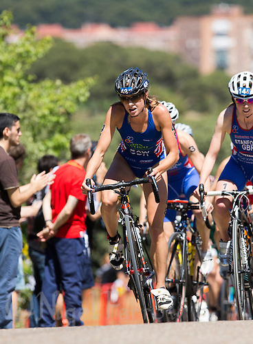 01 JUN 2013 - MADRID, ESP - Vanessa Raw (GBR) (centre) of Great Britain leads a pack during the bike at the elite women's ITU 2013 World Triathlon Series round in Casa de Campo, Madrid, Spain <br /> (PHOTO (C) 2013 NIGEL FARROW)
