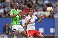 FUSSBALL   1. BUNDESLIGA   SAISON 2012/2013    32. SPIELTAG Hamburger SV - VfL Wolfsburg          05.05.2013 Naldo (li, VfL Wolfsburg) gegen Rafael van der Vaart (re, Hamburger SV)