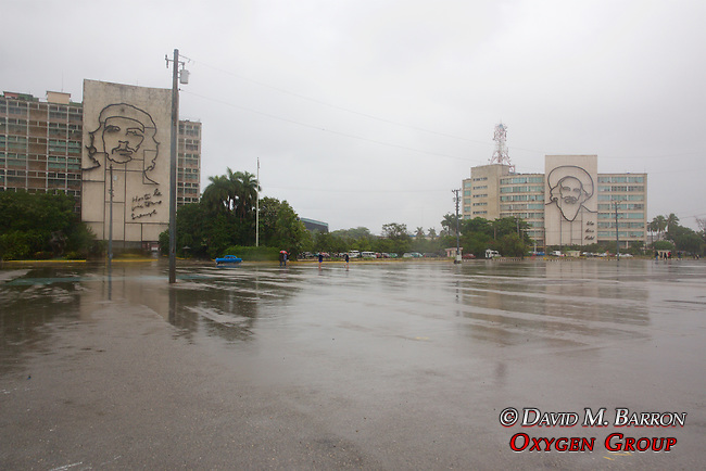 Che Guevara & Fidel Castro Portriats On Buildings, Havana