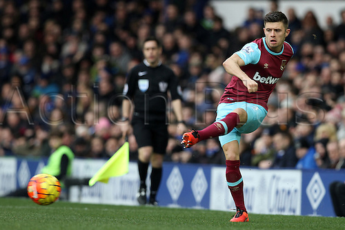 05.03.2016. Goodison Park, Liverpool, England. Barclays Premier League. Everton versus West Ham. Aaron Cresswell of West Ham  United plays the ball forward.