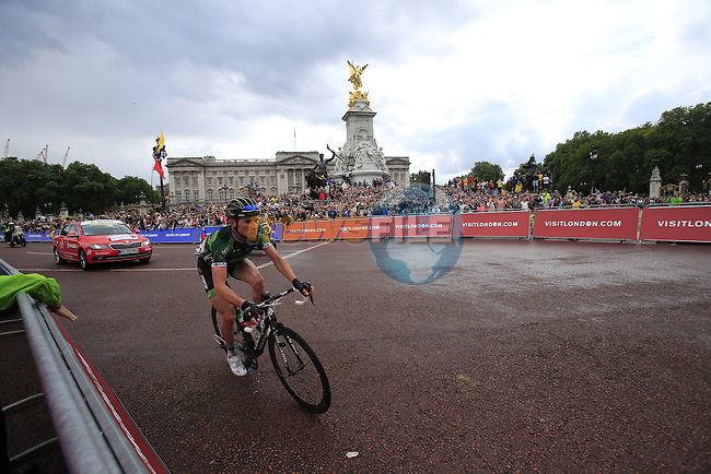 The riders including Thomas Voeckler (FRA) Europcar round the final bend at Buckingham Palace at the end of Stage 3 of the 2014 Tour de France running 155km from Cambridge to London. 7th July 2014.<br /> Picture: Eoin Clarke www.newsfile.ie