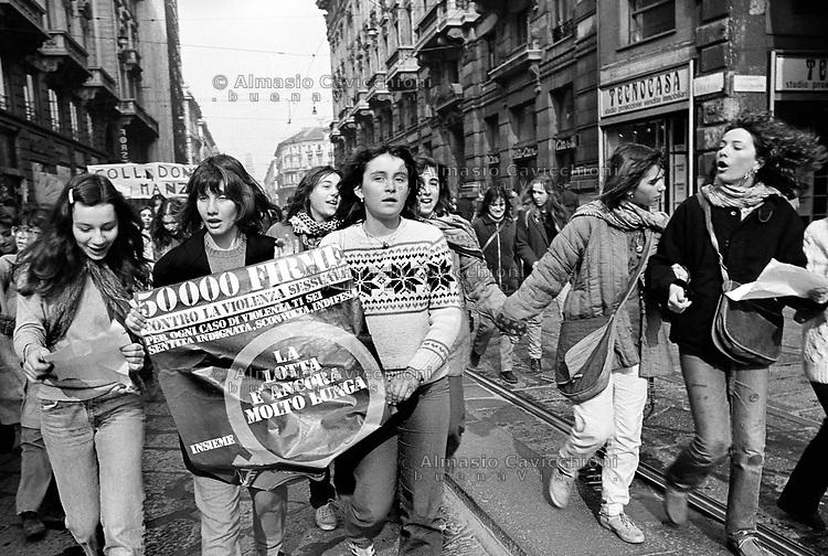 Milano: manifestazione per raccolta di firme contro la violenza sulle donne. 1 Mar 1980.<br /> Milan: demonstration to collect signatures against violence against women. March 1st, 1980.