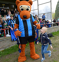 20180414 - AALTER , BELGIUM : Brugge's bear and Liano Braeckevelt pictured during the 21st matchday in the 2e Nationale Women's league , a womensoccer game between Club Brugge Dames and GFA Sinaai , in Aalter , saturday 15 th April 2018 . PHOTO SPORTPIX.BE | DAVID CATRY