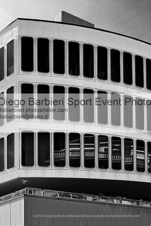 Marzo 2014 - Torino, palazzo della Camera di Commercio in Piazzale Valdo Fusi Le foto degli album B&W sono disponibili come stampe. Per preventivi mail a diebarbieri@libero.it