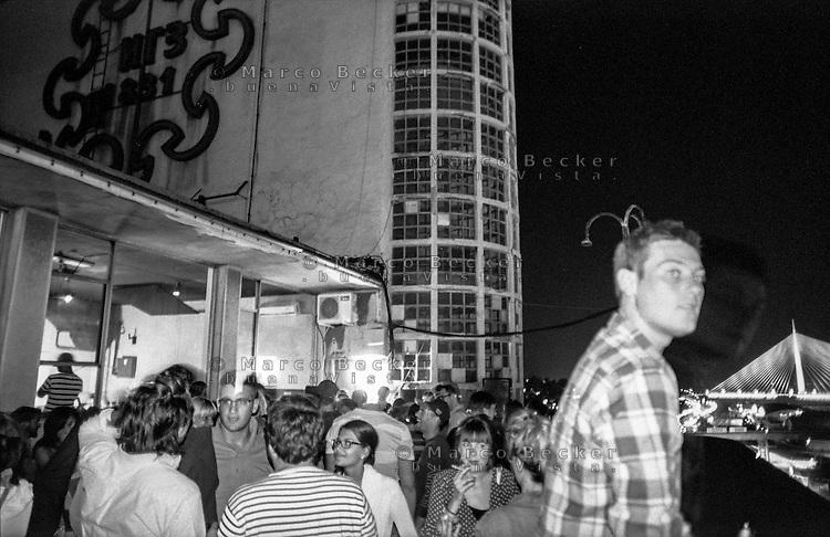 Belgrado, serata al BIGZ, edificio che ospita artisti di ogni tipo, centri culturali e locali --- Belgrade, the BIGZ is a building that holds artists of any kind, cultural centres and clubs