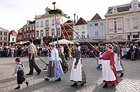 Nederland - Bergen op Zoom - 16 september 2018. Volkskunstgroep De Kegelaar met de Meiboom. Op zondag 16 september 2018 vindt in Bergen op Zoom de Brabant Stoet plaats. Dit is een grootst opgezet festival van de lopende cultuur. Deze vorm van cultuur is kenmerkend voor Brabant. In de Brabant Stoet zijn zo'n honderd vormen van lopende (en rijdende) cultuur te zien zoals gilden, fanfares, steltlopers, reuzen, carnaval, ommegangen en praalwagens. De Brabant Stoet wordt samengesteld met groepen uit zowel Noord-Brabant als Vlaams- en Waals-Brabant.   Foto Berlinda van Dam / Hollandse Hoogte