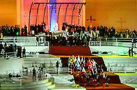 RIO DE JANEIRO, RJ, 25/07.2013 - JMJ - RIO DE JANEIRO - Papa Francisco durante a Festa da Acolhida em Copacabana, no Rio de Janeiro (RJ), nesta quinta-feira (25). Cerca de 1,5 milhão de pessoas são esperadas na cerimônia. As pistas da Avenida Atlântica, na orla do bairro, foram totalmente fechadas por volta de 12h. A partir de 14h, todo o bairro será bloqueado ao acesso de veículos, incluindo ônibus e táxis. Foto: Marcelo Fonseca / Brazil Photo Press