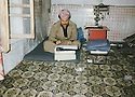 Iran 1990 <br /> Nechirvan Ahmed in his office of Rajan <br /> Iran 1990 <br /> Nechirvan Ahmed dans son bureau-chambre de Rajan