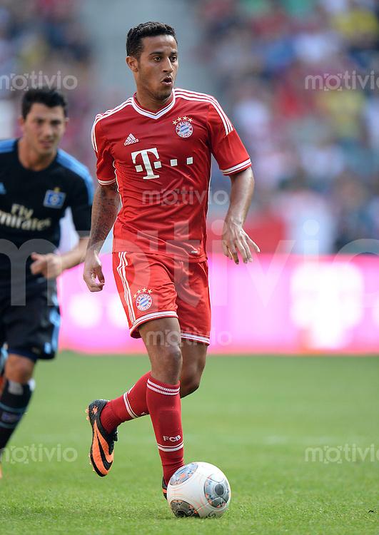 FUSSBALL   1. BUNDESLIGA   SAISON 2013/2014   TELEKOM CUP  FC Bayern Muenchen - Hamburger SV                     20.07.2013 Thiago Alcantara (Bayern) am Ball