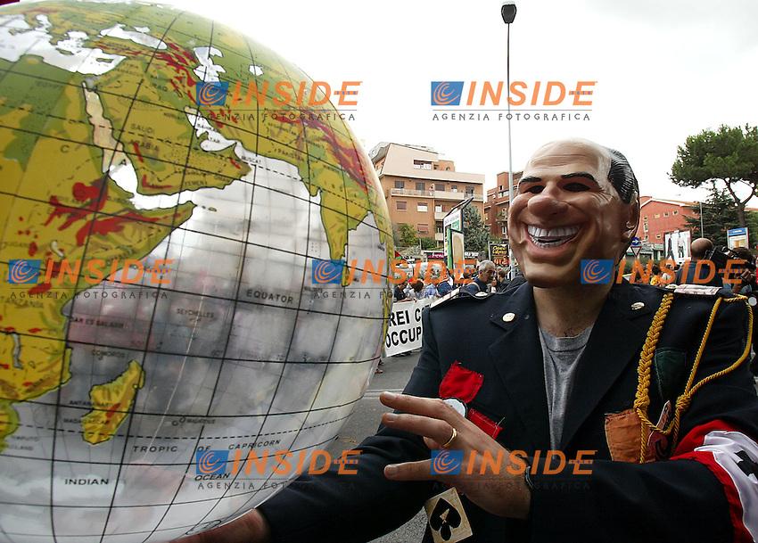 Roma 4/10/2003 <br /> Demonstration against the Intergovernmental Conference and against globalization. A man with a mask of Italian Premier Silvio Berlusconi, play with &quot;a world&quot; like Charlie Chaplin in a film<br /> Manifestazione contro il vertice UE e contro la globalizzazione. Un manifestante con una maschera di Berlusconi gioca con un Mondo come Charlot nel &quot;grande dittatore&quot;<br /> Foto Insidefoto