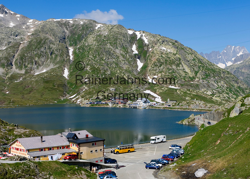 CHE, Schweiz, Kanton Bern, Berner Oberland, Grimselpass (2.165 m) - Grenze der Kantone Bern und Wallis: mit Grimselsee und Berghotel und Restaurant Grimsel-Blick | CHE, Switzerland, Bern Canton, Bernese Oberland, Grimselpass (2.165 m) - border of cantones Bern +Valais: with Lake Grimsel + hotel and restaurant Grimsel-Blick (Grimsel-view)