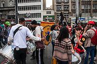 SÃO PAULO, SP, 22.10.2014 - ATO PRÓ DILMA NA PRAÇA DA SÉ - Entidades ligadas a juventude realizam ato na Praça da Sé em apoio a presidente e candidata a reeleição Dilma Rousseff, na tarde desta quarta-feira (22), em São Paulo. (Foto: Taba Benedicto/ Brazil Photo Press)