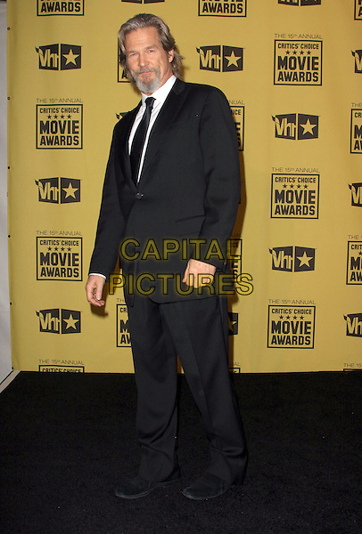 JEFF BRIDGES .15th Annual Critics' Choice Movie Awards Press Room held The Hollywood Palladium, Hollywood, California, USA, 15th January 2010..press room pressroom full length black tie  suit winner .CAP/ADM/KB.©Kevan Brooks/Admedia/Capital Pictures