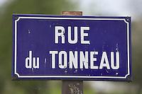Europe/France/Bourgogne/89/Yonne/Chatel-Censoir: Plaque de la rue du Tonneau