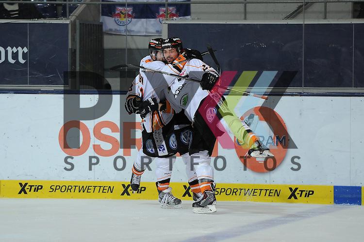 Eishockey, Playoff, Viertelfinale, DEL, Playoff Viertelfinale, EHC Red Bull M&uuml;nchen - Grizzly Adams Wolfsburg. <br /> <br /> Im Bild der Torsch&uuml;tze zum 0:1 Christoph H&Ouml;HENLEITNER (21) (Grizzly Adams Wolfsburg) wird bejubelt. <br /> <br /> Foto &copy; P-I-X.org *** Foto ist honorarpflichtig! *** Auf Anfrage in hoeherer Qualitaet/Aufloesung. Belegexemplar erbeten. Veroeffentlichung ausschliesslich fuer journalistisch-publizistische Zwecke. For editorial use only.