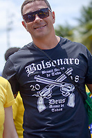 RIO DE JANEIRO, RJ, 21.10.2018 - ELEIÇÕES-2018 - Caminhada em apoio ao candidato à Presidencia da Republica Jair Messias Bolsonaro (PSL) na orla de Copacabana na zona sul do Rio de Janeiro neste domingo 21. (Foto: Vanessa Ataliba/Brazil Photo Press)