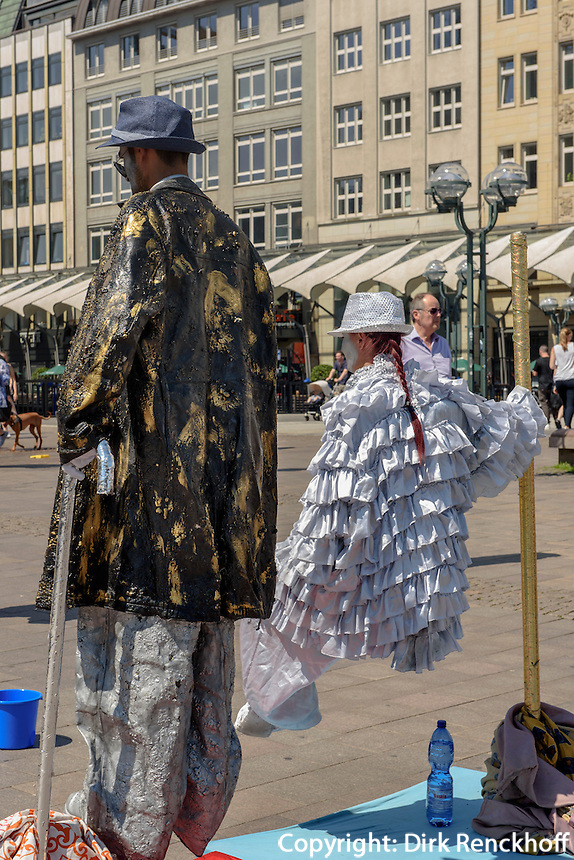 Stra&szlig;enk&uuml;nstler auf der Schleusenbr&uuml;cke, Hamburg-Innenstadt, Deutschland, Europa<br /> Streetartists on Schleusenbr&uuml;cke, Hamburg, Germany
