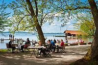 Germany, Bavaria, Chiemgau, near Uebersee-Feldwies: Restaurant and Hotel  Chiemgauhof at lake Chiemsee - beergarden | Deutschland, Bayern, Chiemgau, bei Feldwies: der Chiemgauhof - Restaurant und Hotel mit Biergarten am Chiemsee