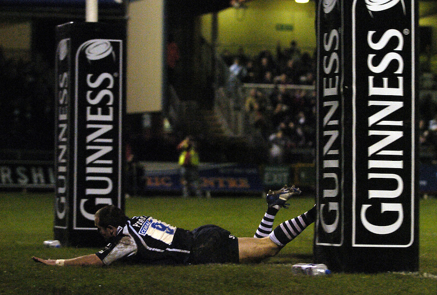 Photo: Jonathan Butler..Bristol Rugby v Bayonne. European Challenge Cup. 15/12/2006..Shaun Perry goes over to score a try for Bristol.