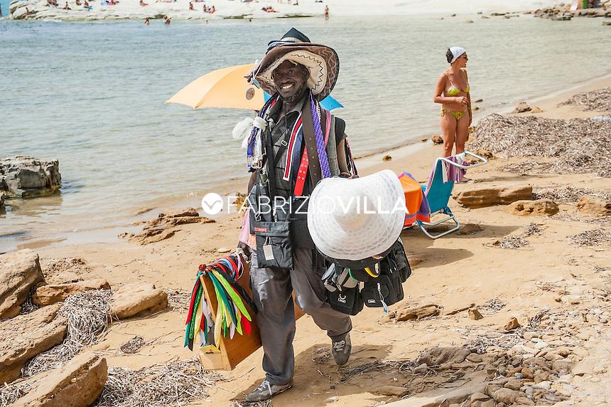 Venditore ambulante spiaggia Scala dei turchi