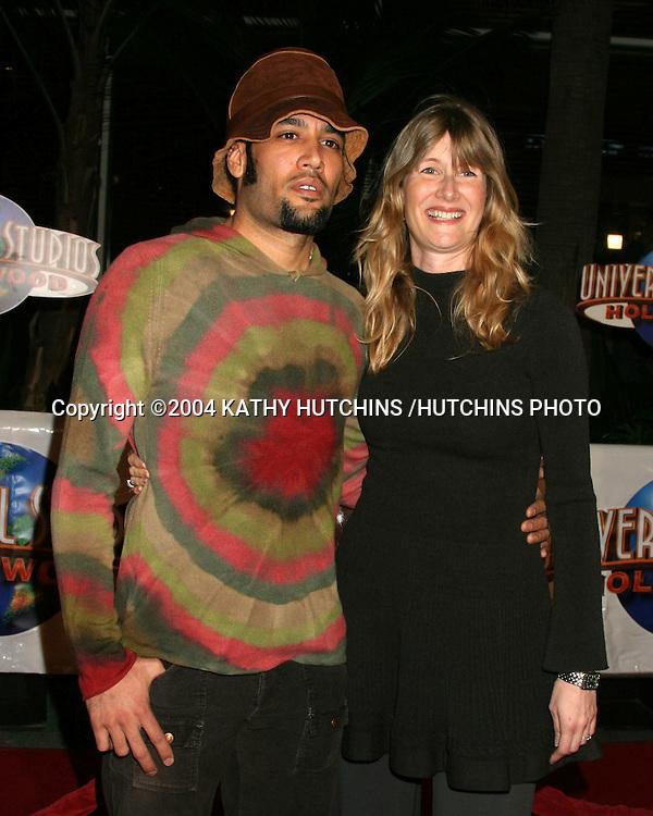 """©2004 KATHY HUTCHINS /HUTCHINS PHOTO.""""MEET THE FOCKERS"""" PREMIERE.UNIVERSAL CITY, CA.DECEMBER 16, 2004..BEN HARPER.LAURA DERN"""