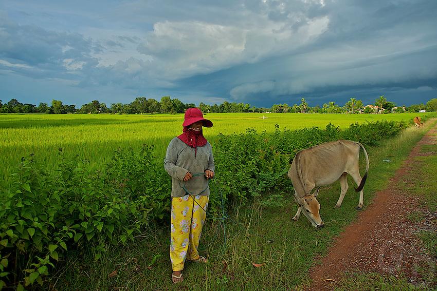 Women on the road from Battambang  to Phnom Penh, Cambodia rural area
